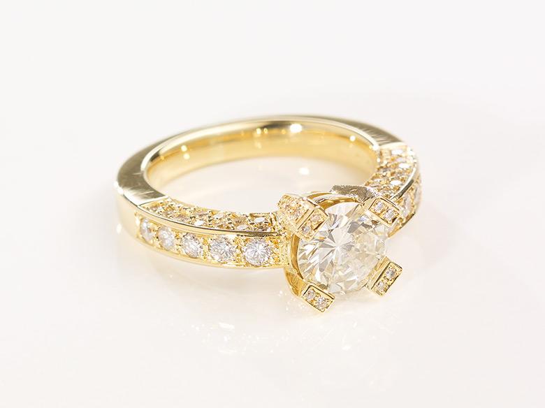 Brilliant Ring groß gold