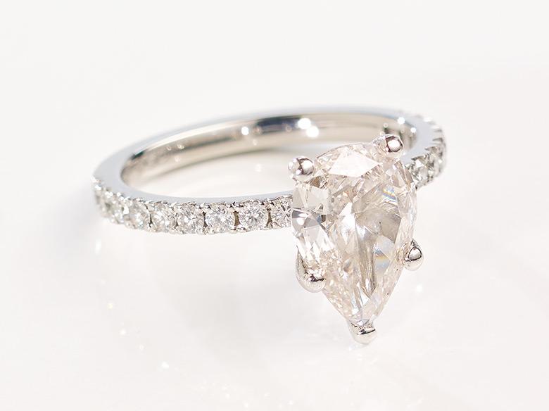 Diamant Tropfen Ring weißgold