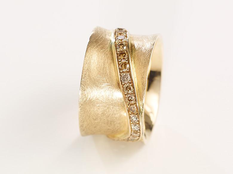Konkav Ring gold mit Brillant